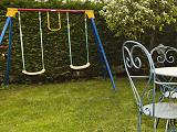 Zona infantil en el jardín